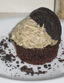 Sandwich Cookie Crumble Cupcakes