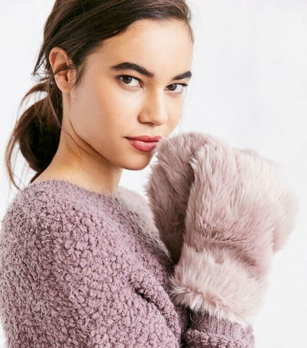faux-vegan-fur-mittens-urban-outfitters