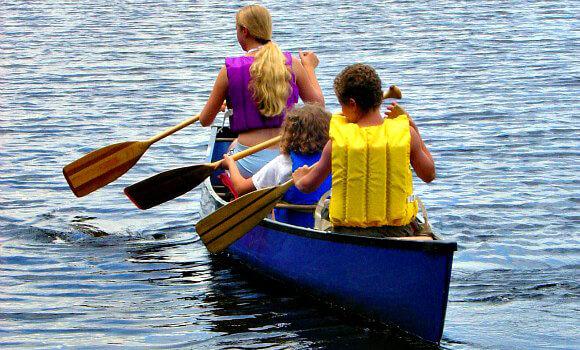 580_2D00_canoeing.jpg
