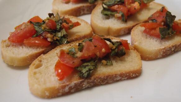 Baked Tomato, Garlic, and Basil Bruschetta Bites