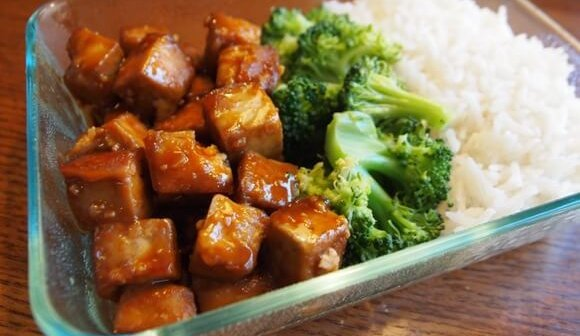 Dynamite Tofu With Rice and Broccoli
