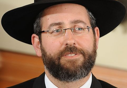 Chief Rabbi Blasts Cruelty During Chicken Ritual