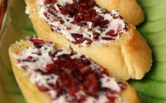 Cranberry–Cream Cheese Crostini