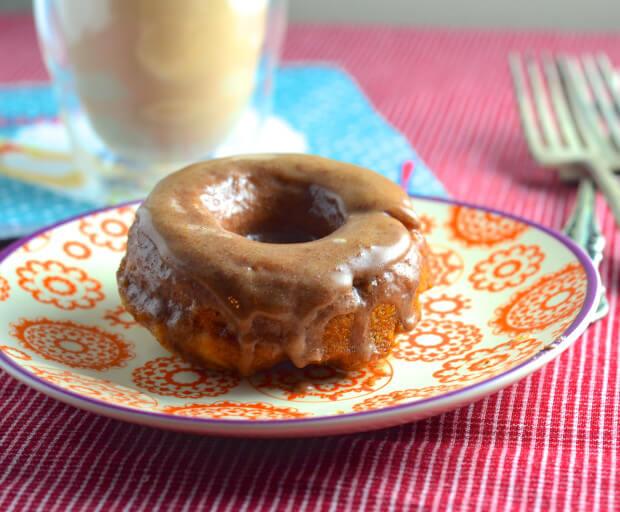 Vegan Apple Cinnamon Donuts