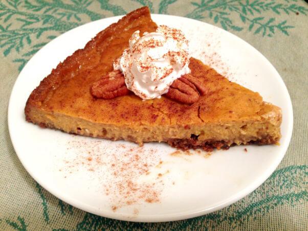 pumpkin-pie-slice-with-nutmeg
