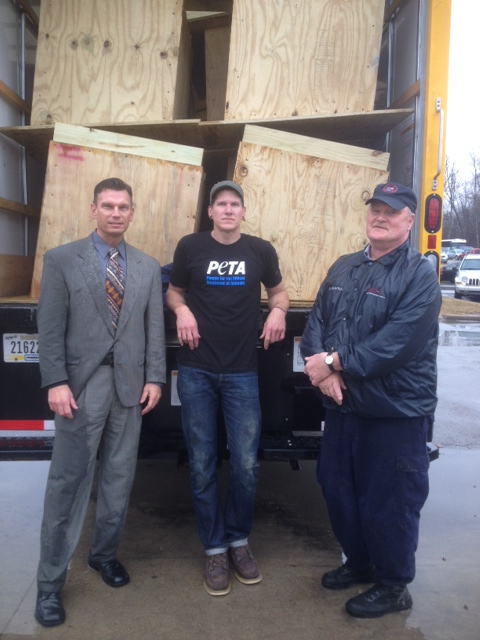 Northeast Ohio Correctional Center builds doghouses for needy dogs (1)