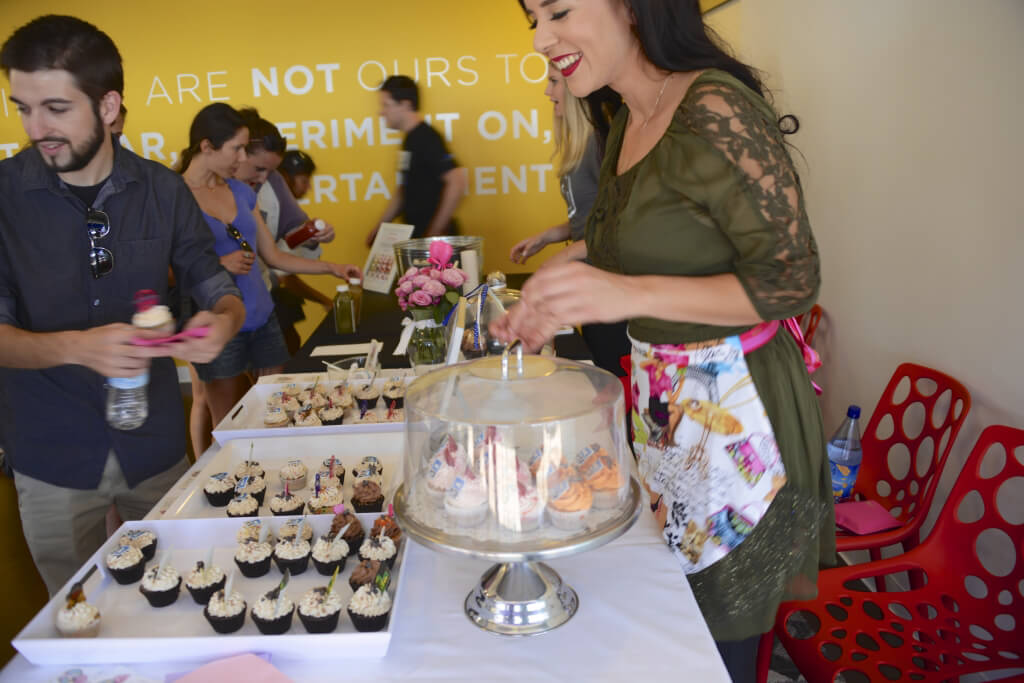 PETA's First-Ever Vegan Fashion Shop-Up in Los Angeles - Cupcakes