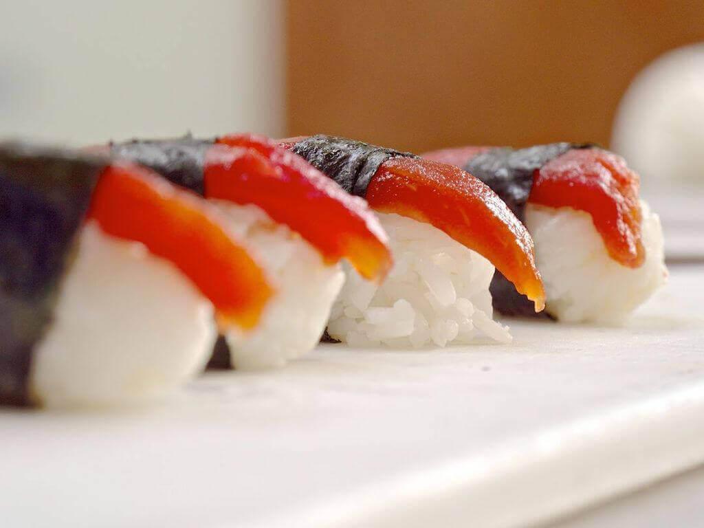 tomato tuna vegan sushi