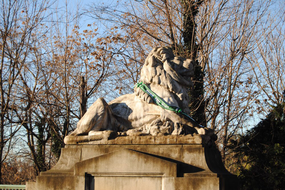 One of the Perry Lions on the Taft Bridge