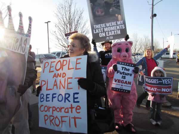 PETA 'Pig' at Iowa Agricultural Summit