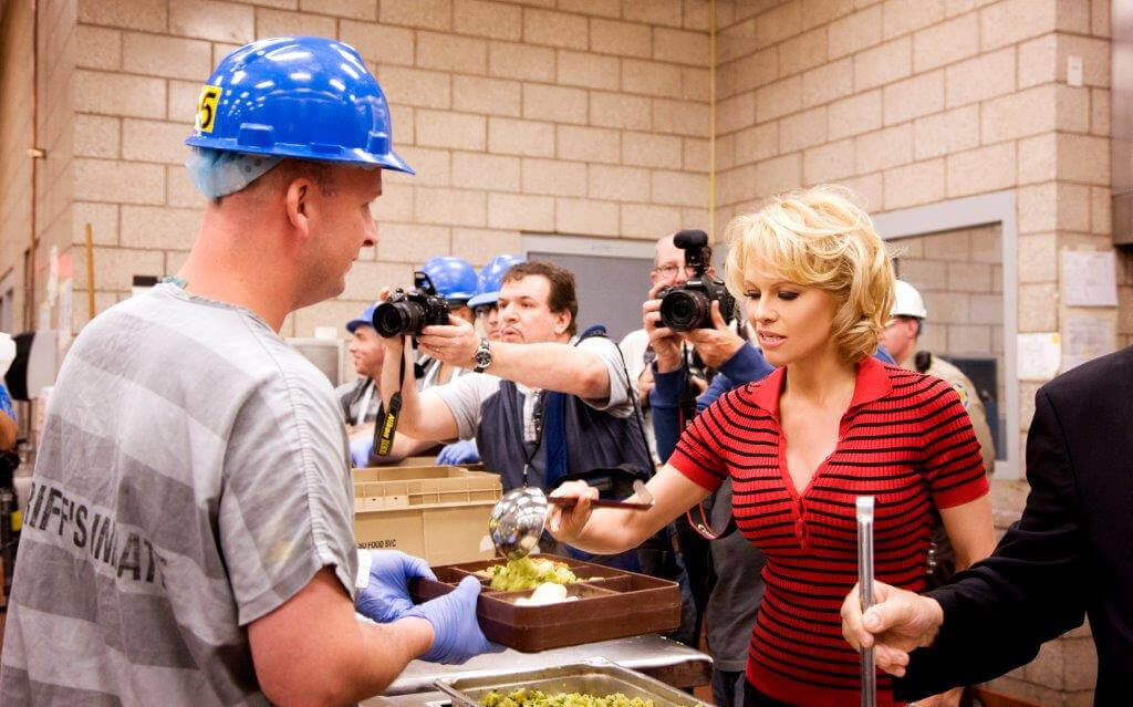 Pam serves inmates of the Maricopa County Jail System in Arizona to celebrate the facilities' switch to meat-free meals.
