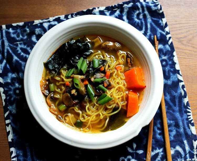 13 vegan korean recipes to make you say mashita peta ramyeon korean ramen noodle soup forumfinder Gallery