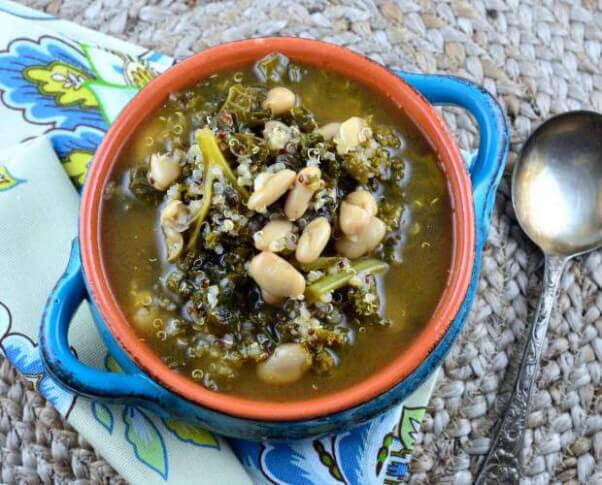 Kale-quinoa-and-white-bean-soup-620x500