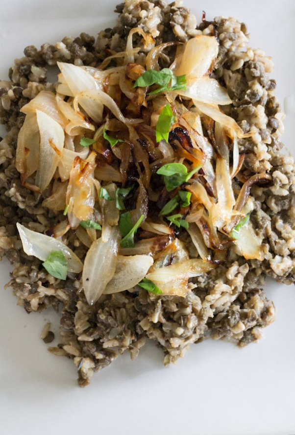 mujadera-Brown-Rice-an-Lentils-with-Caramelized-Onions-1