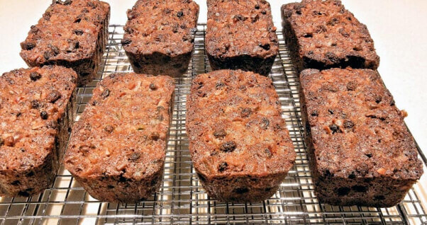 Holiday-foods-that-are-bad-for-dogs-grapes-raisins-fruitcake