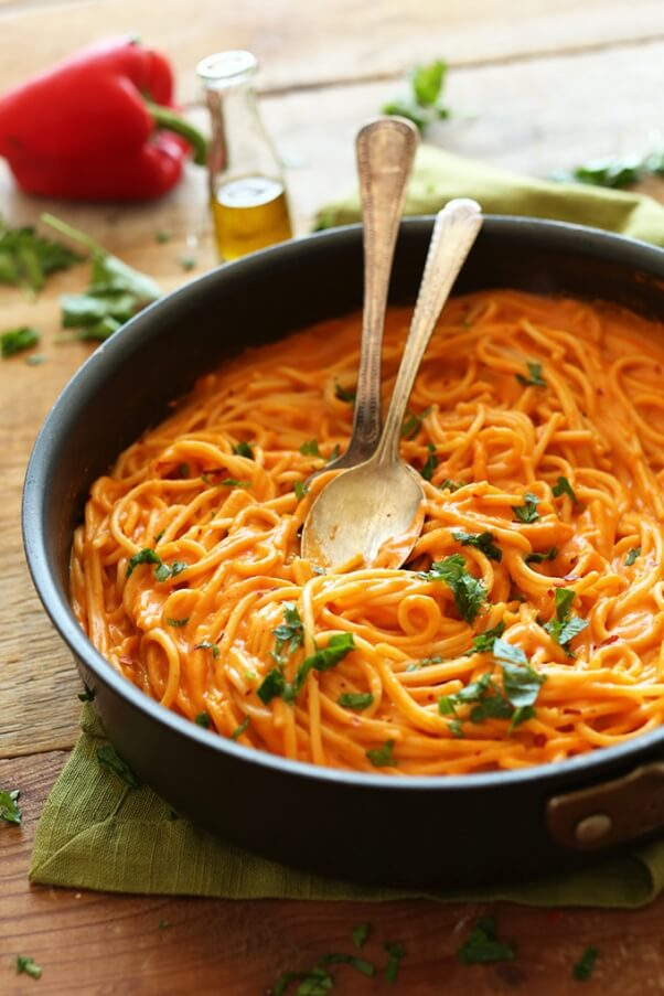SUPER-Creamy-Savory-Roasted-Red-Pepper-Pasta-Vegan-GlutenFree-and-LOADED-with-nutrients-from-garlic-red-pepper-and-olive-oil