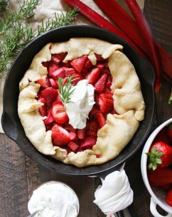 strawberry rhubarb pie with chia seeds