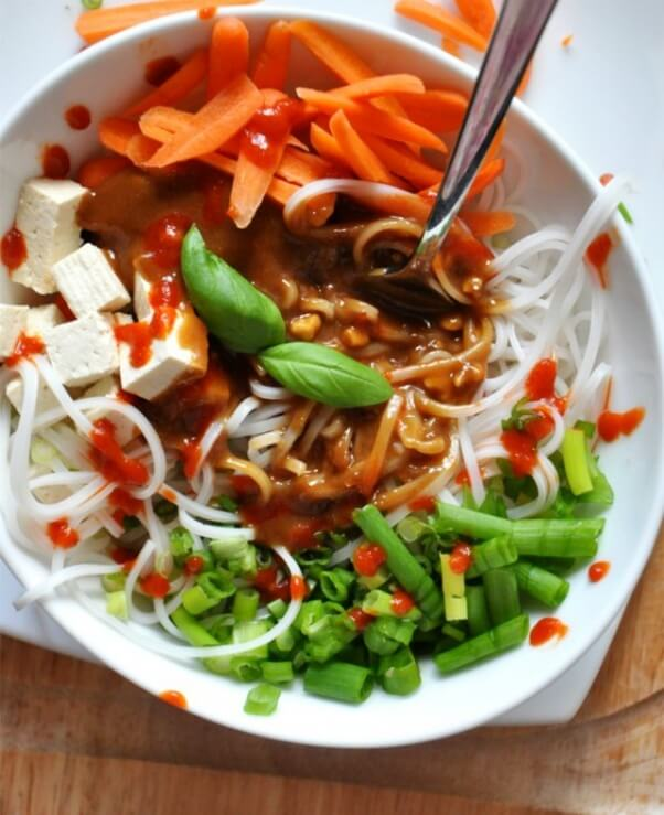 Spicy-Asian-Noodle-Bowl-minimalistbaker.com_