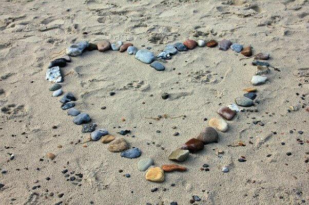 beach-stones-heart-shape