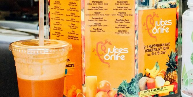 Rappers Styles P and Jadakiss' Juice Bar Is Changing Lives [Video]