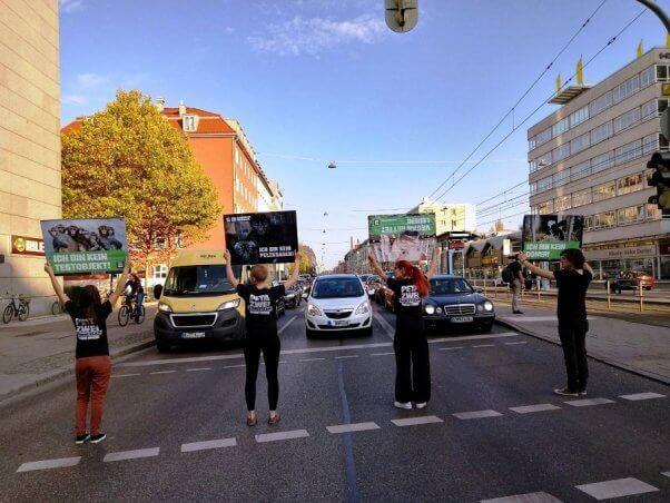 peta germany traffic light action, demo, protest, fur, vegan, experimentation