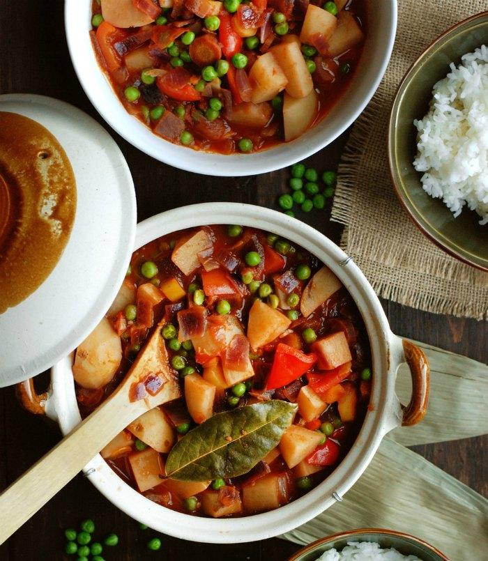16 vegan versions of classic filipino dishes peta vegetable afritada forumfinder Choice Image