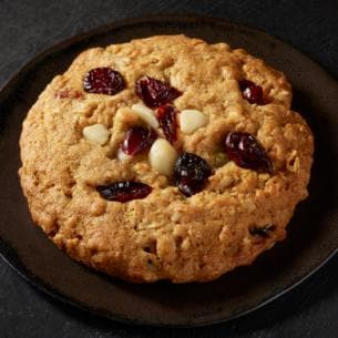 vegan food at starbucks: macadamia oat cookie with dried cranberries