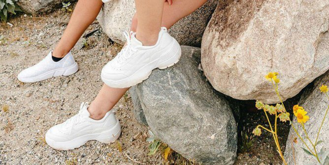 buy popular b6454 e4fd6 The Cutest  90s-Style White Sneakers Are Vegan