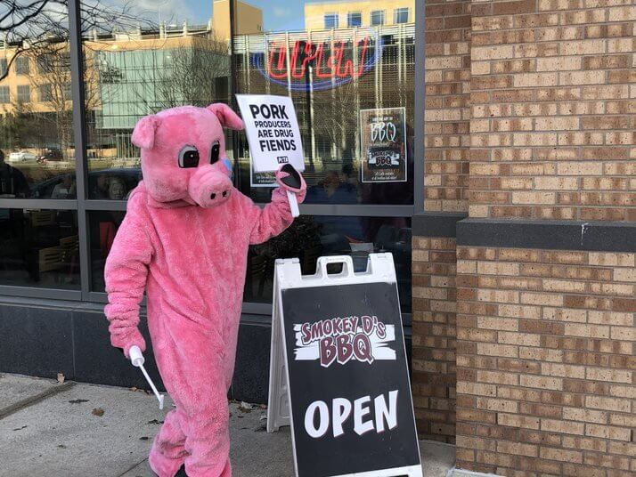 peta demo des moines pigs protest pork industry outside smokey d's bbq
