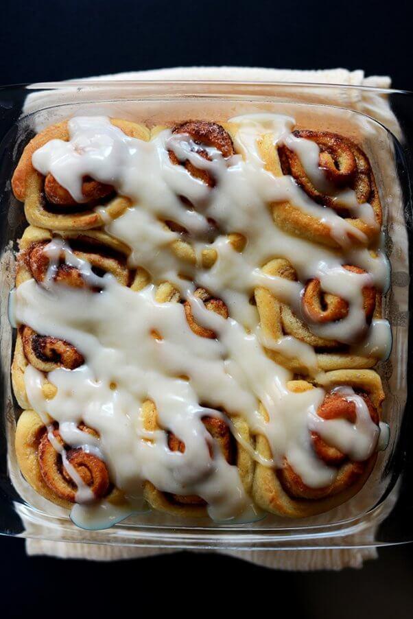 vegan cinnamon rolls with icing