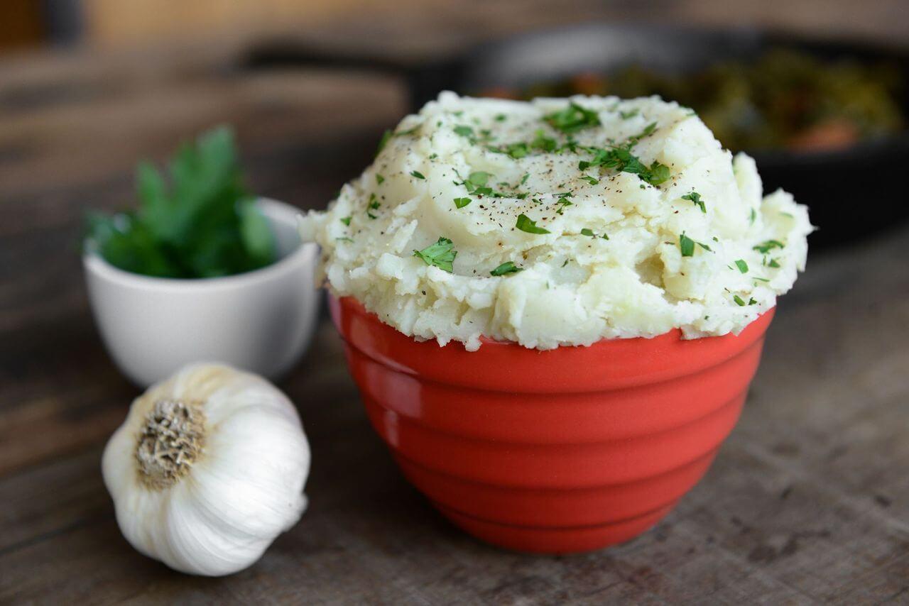 vegan garlicky mashed potatoes