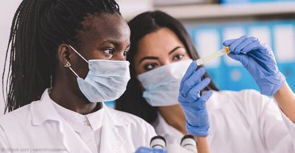 Women scientists in a laboratory