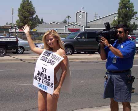 Naked_Wear_Your_Own_Skin_Demo_Fresno 5-9-07-007.jpg