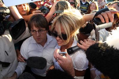 Pamela_Anderson_KFC_2.jpg