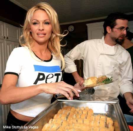 Pamela_Anderson_soup_kitchen_2.jpg
