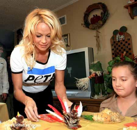 Pamela_Anderson_soup_kitchen_3.jpg