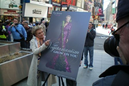 Cloris Leachman unveils new vegetarian ad