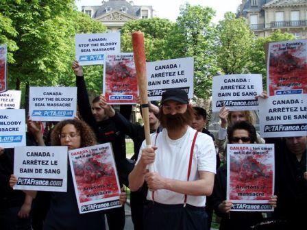 seal demo Paris.jpg