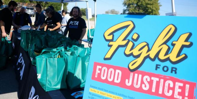 Tulsa Residents Receive Free Vegan Burgers at PETA's Food Justice Event